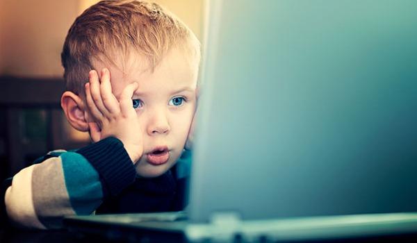 Computador causa cefaléia na infância