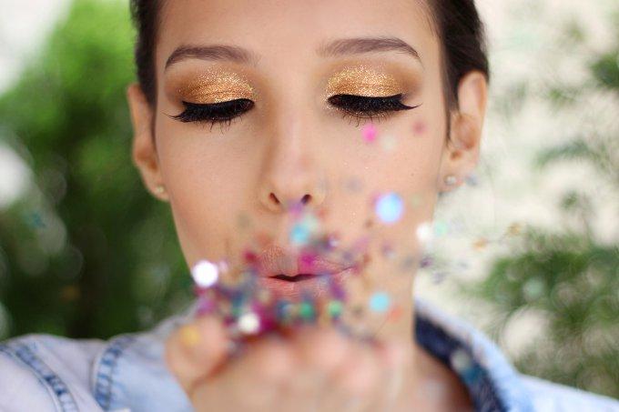 Carnaval: Espuma e serpentina em spray danificam olhos.