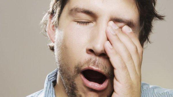 Dormir pouco pode prejudicar a visão.