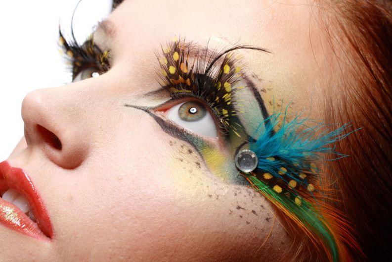 Carnaval: cuidado com a maquiagem na área dos olhos.