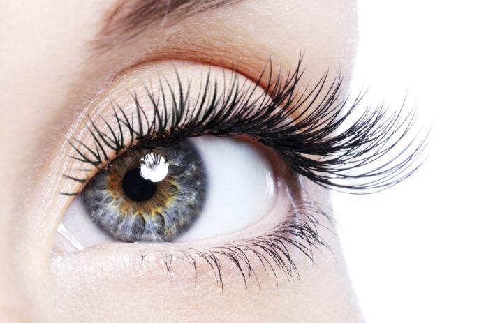 Alongamento de cílios esconde riscos para os olhos
