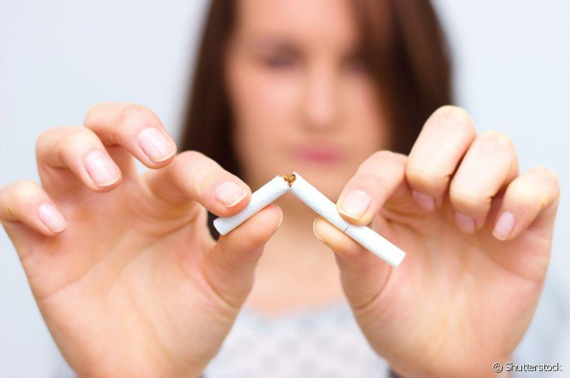 Cigarro faz tão mal aos olhos quanto aos pulmões.