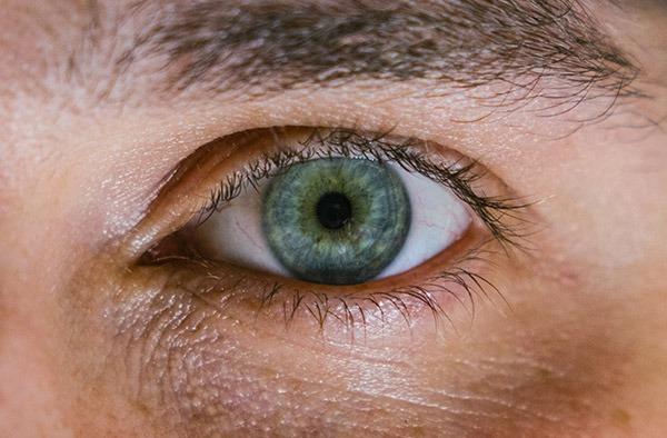 Como os olhos podem ser janelas para o risco de Alzheimer