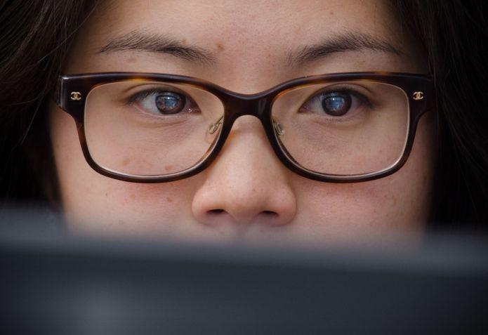 Quarentena: É prejudicial para a visão passar o dia todo em frente às telas?
